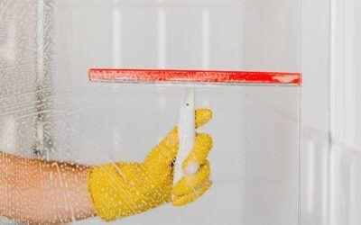 Cómo limpiar la mampara de tu baño o ducha